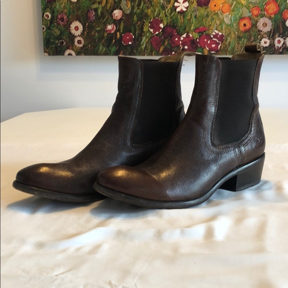 A pair of Frye Carson booties size 9.